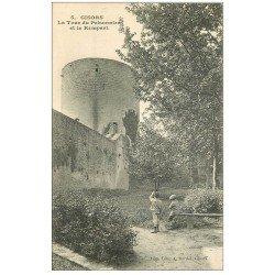 carte postale ancienne 27 GISORS. Gamins regardant Tour du Prisonnier et Remparts