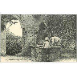 carte postale ancienne 27 GISORS. Gamins sur le Puits du Donjon
