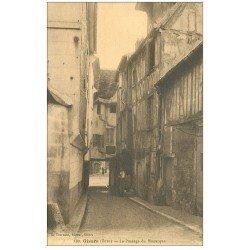 carte postale ancienne 27 GISORS. Passage du Grand Monarque avec Ouvrier