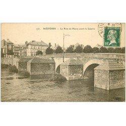 carte postale ancienne 08 CHARLEVILLE MEZIERES. Pont de pierre avant la guerre. Expédiée qu'en 1924