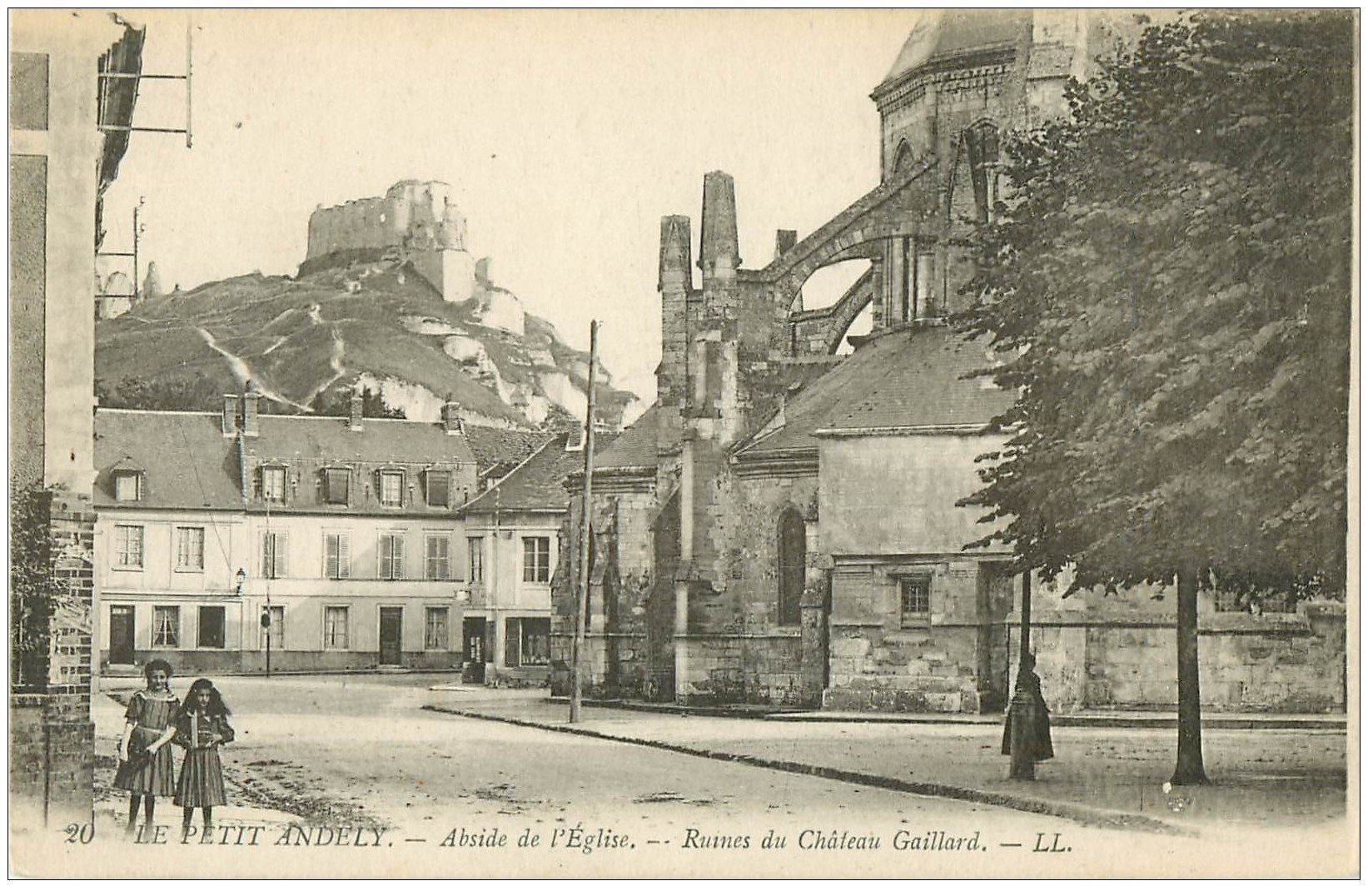 carte postale ancienne 27 LES ANDELYS. Abside Eglise animation
