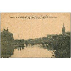 carte postale ancienne 08 CHARLEVILLE MEZIERES. Pont sur la Meuse entre l'Hospice