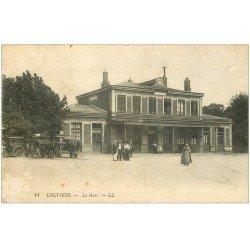 carte postale ancienne 27 LOUVIERS. Fiacres d'Hôtels à la Gare 1924