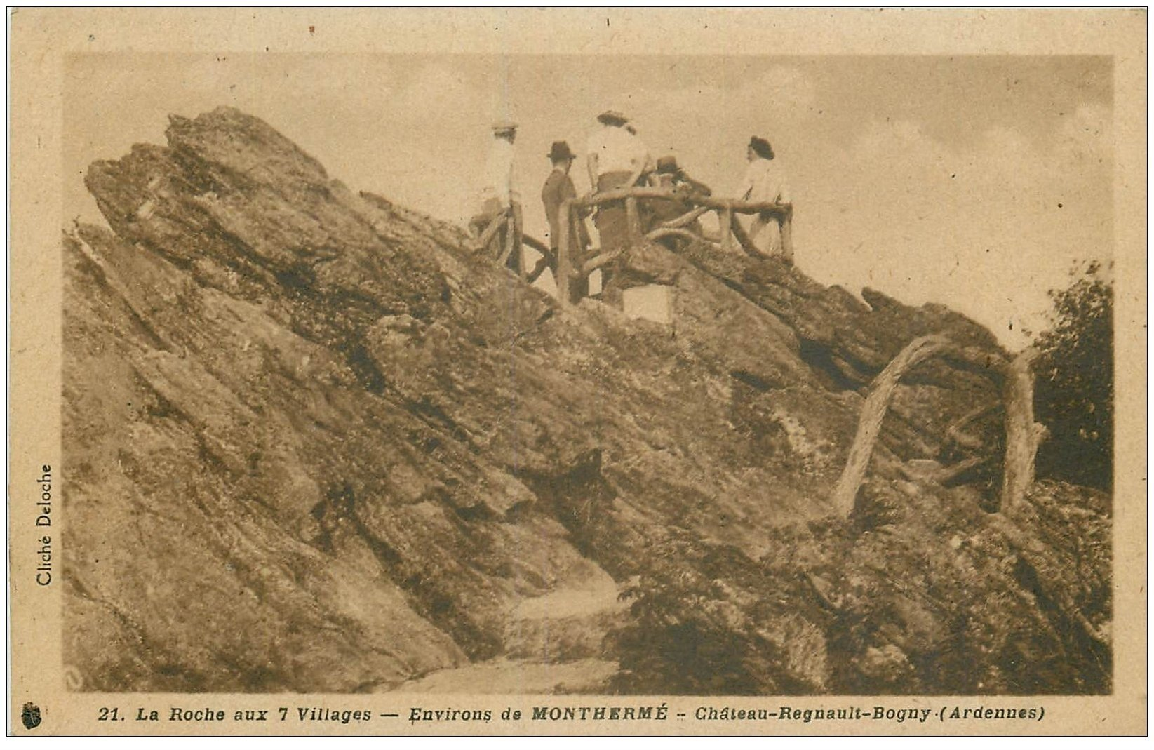 carte postale ancienne 08 CHATEAU-REGNAULT BOGNY. Roche aux 7 Villages 1946
