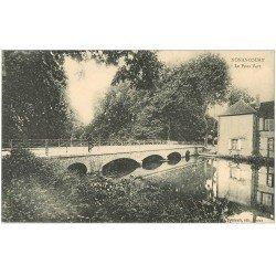 carte postale ancienne 27 NONANCOURT. Personnage sur le Pont Vert