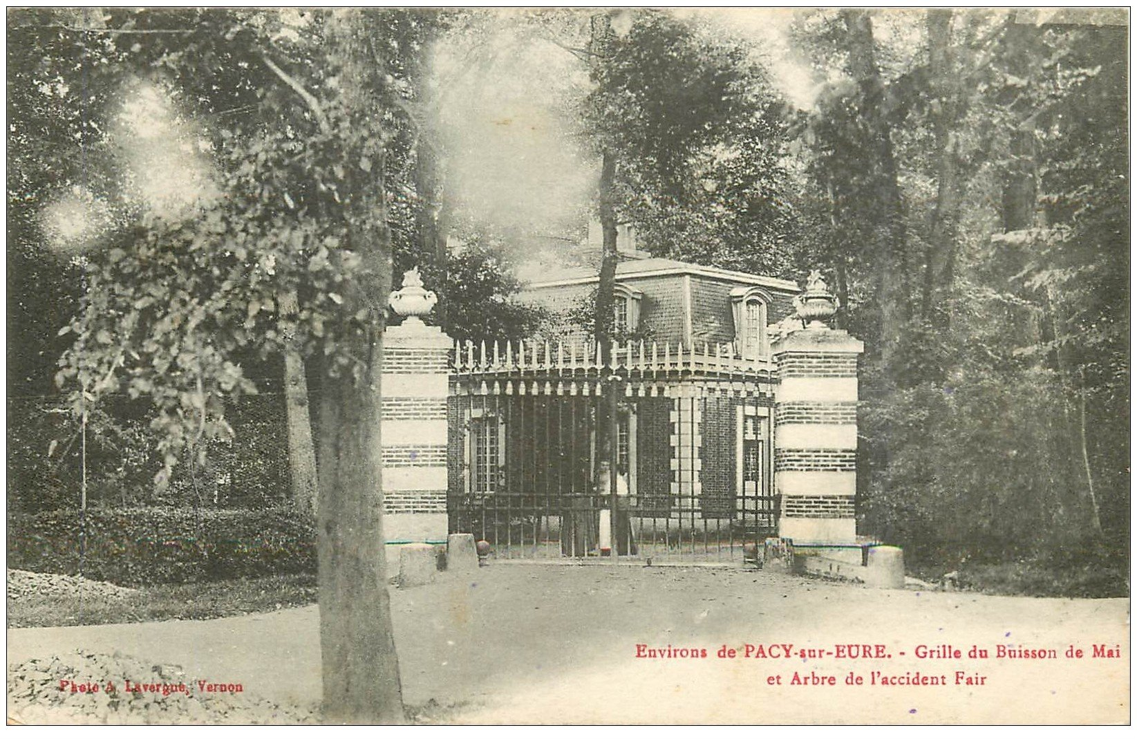 carte postale ancienne 27 PACY-SUR-EURE. Buisson de Mai Arbre de l'accident Fair 1918