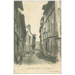 carte postale ancienne 27 PONT-DE-L'ARCHE. La Rue Haut 1911 avec Femme sur seuil de porte