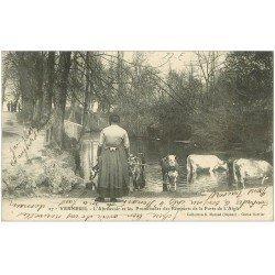 carte postale ancienne 27 VERNEUIL-SUR-AVRE. Fermière et Vaches à l'Abreuvoir. Promenades des Remparts Porte de l'Aigle