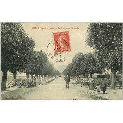 carte postale ancienne 27 VERNON. Avenue de l'Ardèche 1909 passage à niveau