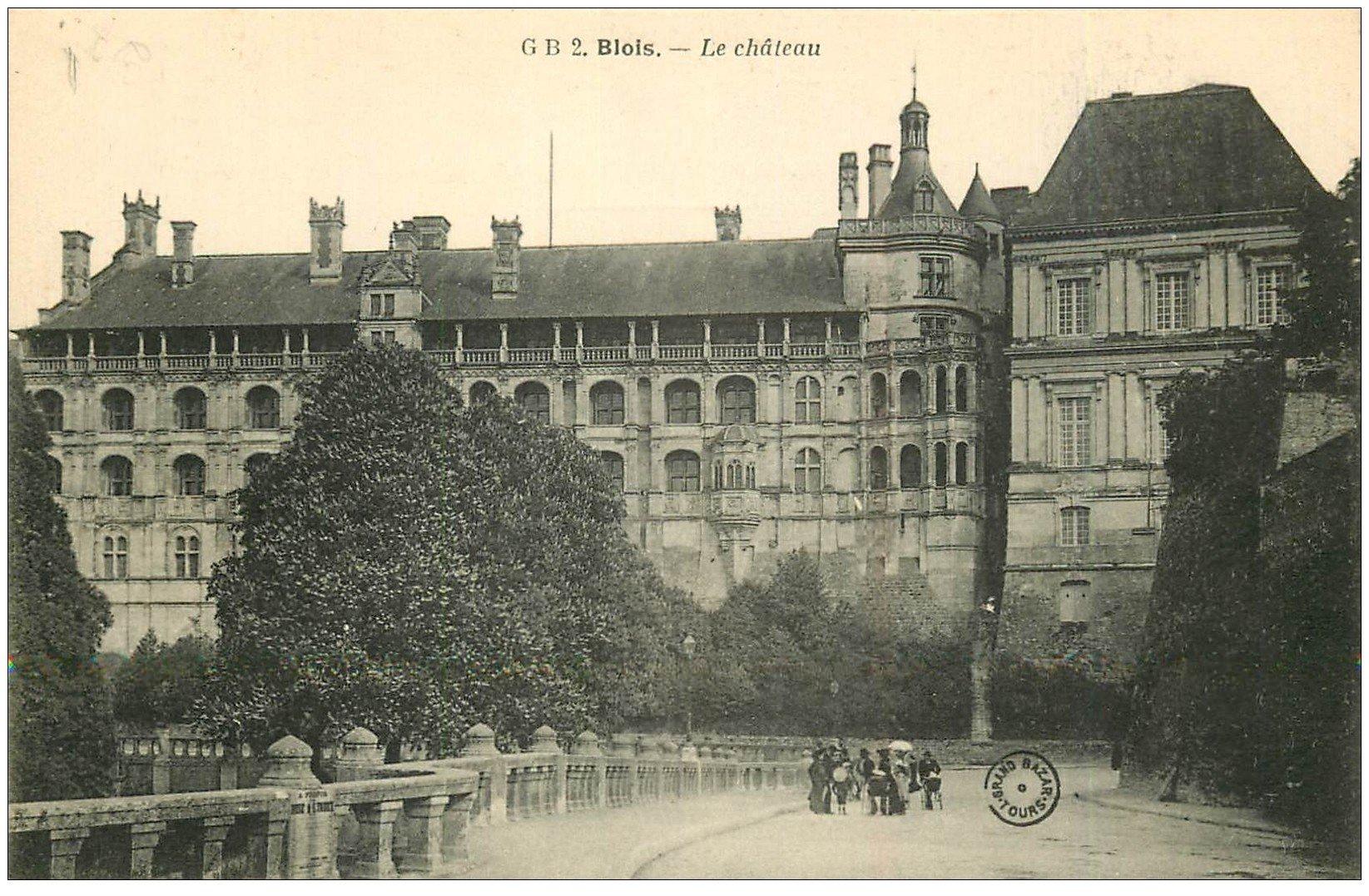 carte postale ancienne 41 BLOIS. Château. Façade et promeneurs 2