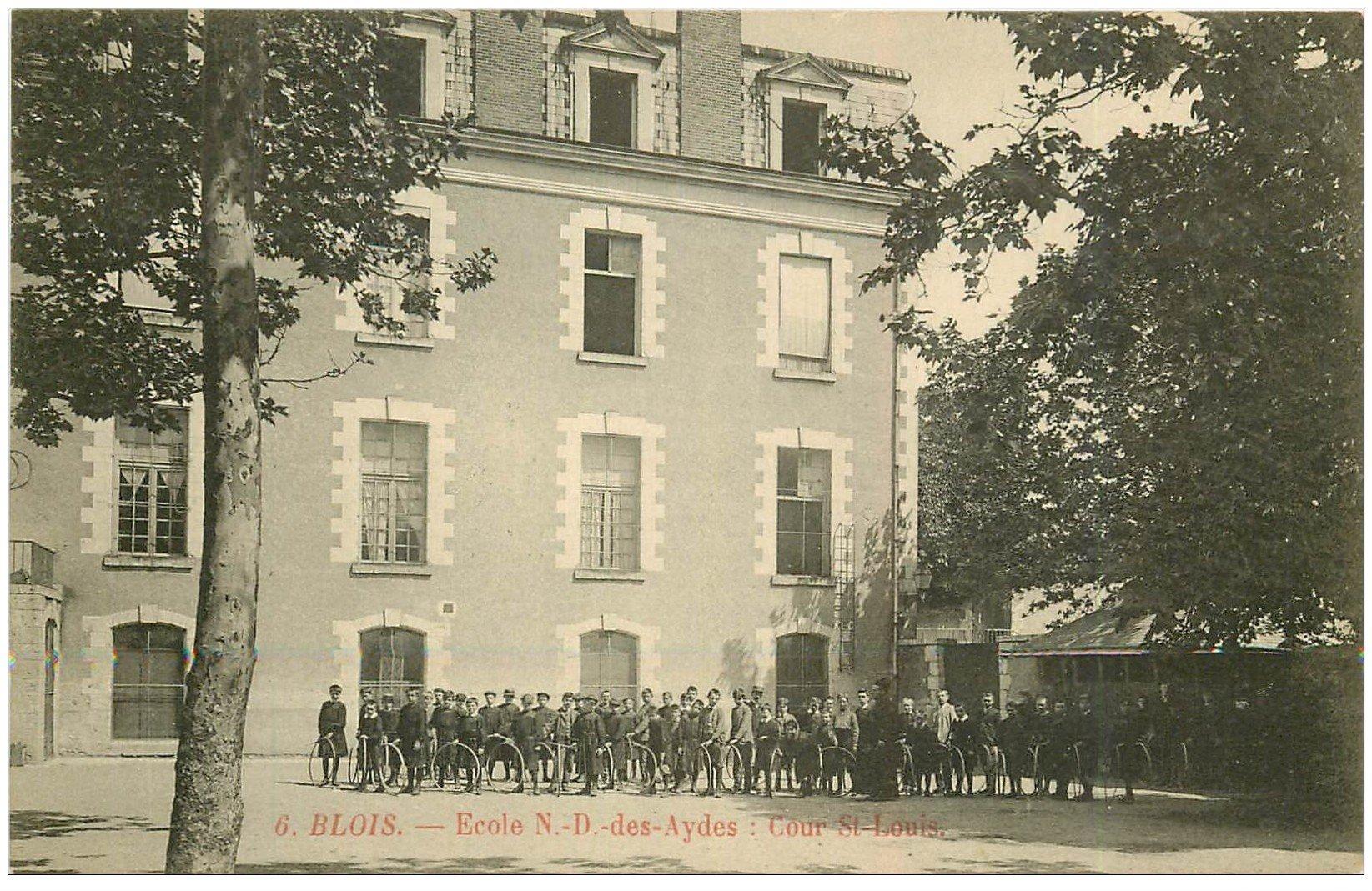 carte postale ancienne 41 BLOIS. Cour Saint-Louis Ecole Notre-Dame des Aydes. Enfants avec cerceaux