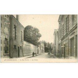 carte postale ancienne 51 AY EN CHAMPAGNE. Les Ecoles Rue Pierlot avec Coiffeur