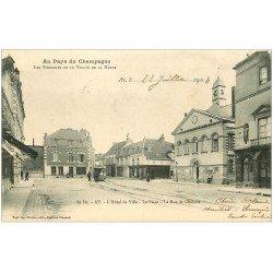 carte postale ancienne 51 AY EN CHAMPAGNE. Place Hôtel de Ville et Rue de Châlons. Timbre 1 Centime 1903