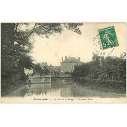 carte postale ancienne 51 BAZANCOURT. Animation sur Grand Pont. Timbre Taxe vers 1910