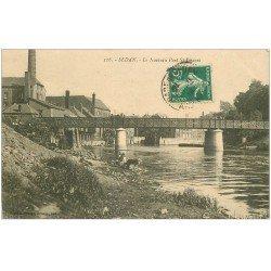 carte postale ancienne 08 SEDAN. Lavandières au Pont Saint-Vincent 1912