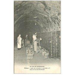 carte postale ancienne 51 EPERNAY. Champagne Caves Gauthier. Mise en tas des bouteilles