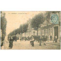 carte postale ancienne 51 EPERNAY. Ouvriers à la sortie des Caves 1906