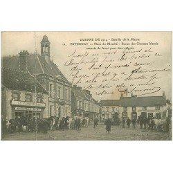 51 ESTERNAY. revue des Chevaux blessés Place du Marché. Comptoirs Français et Familistère. (pli transversal)