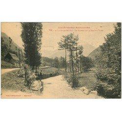 carte postale ancienne 09 AULUS-LES-BAINS. Le Garbet Route d'Oust personnage