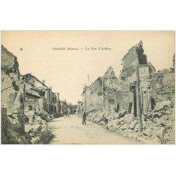 carte postale ancienne 51 FISMES. La Rue d'Ardres