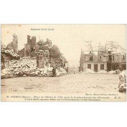 carte postale ancienne 51 FISMES. Place de l'Hôtel de Ville bombardée