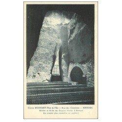 carte postale ancienne 51 REIMS. Champagne Caves Ruinart rue des Crayères. Bouteilles sur Pupitres