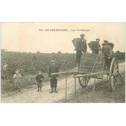 51 VENDANGES EN CHAMPAGNE. Le transbordement des panières de raisins aux tonneaux 1918. Vins, Vignes et Vignobles
