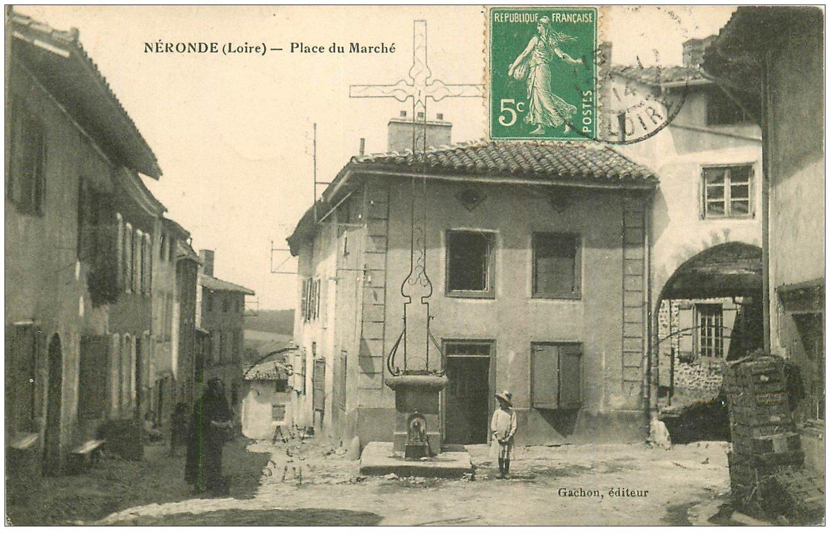 carte postale ancienne 42 NERONDE. Place du Marché 1914