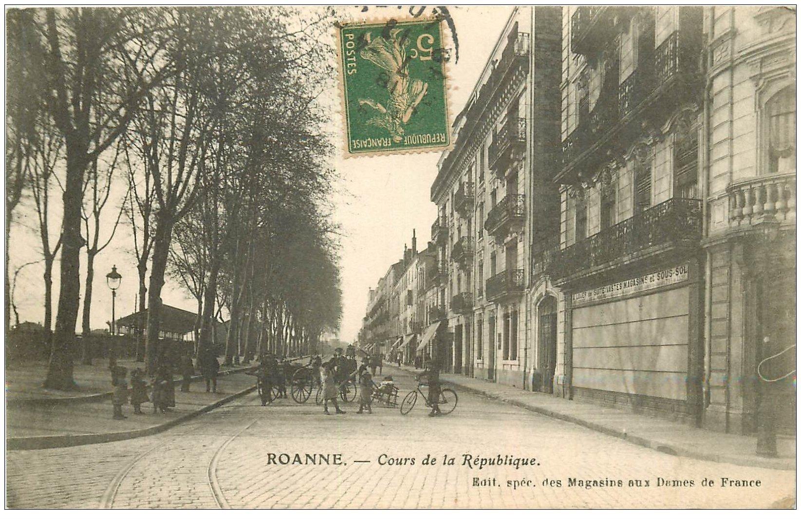 carte postale ancienne 42 ROANNE. Cours de la République 1917