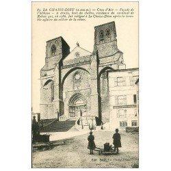 carte postale ancienne 43 LA CHAISE-DIEU. Abbaye et Café du Progrès