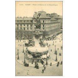 carte postale ancienne 75 PARIS 10. La Statue Place de la République vendeurs ambulants