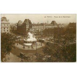carte postale ancienne 75 PARIS 10. Place de la République 32 Autobus et Tramway