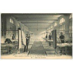 carte postale ancienne 75 PARIS 11. Hôtel populaire hommes 94 rue de Charonne. Salle des Lavabos 1917