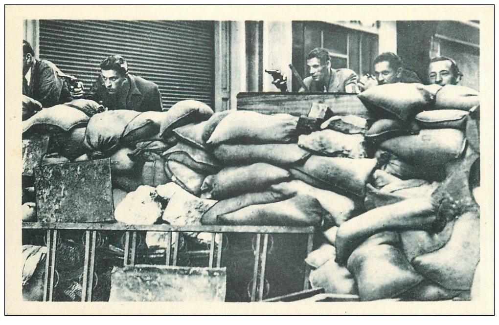carte postale ancienne 75 PARIS. La Libération de Paris par les F.F.I aux Barricades. Guerre 1945