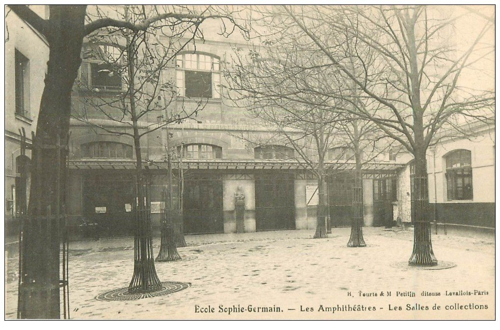 PARIS 04. Ecole Sophie-Germain. Salles de Collections
