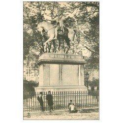 PARIS 04. Enfants Square des Vosges Statue Louis XIII