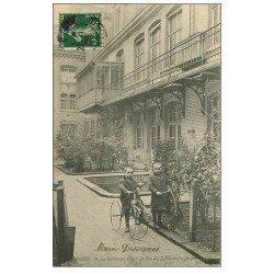 carte postale ancienne PARIS 05. Cour Jardin Laboratoire à la Sorbonne. Enfants Tricycle animal et Cerceau 1908