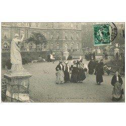 carte postale ancienne PARIS 06. Elégantes au Luxembourg 1909