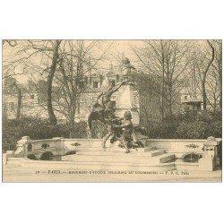 carte postale ancienne PARIS 06. Monument Delacroix au Luxembourg vers 1900