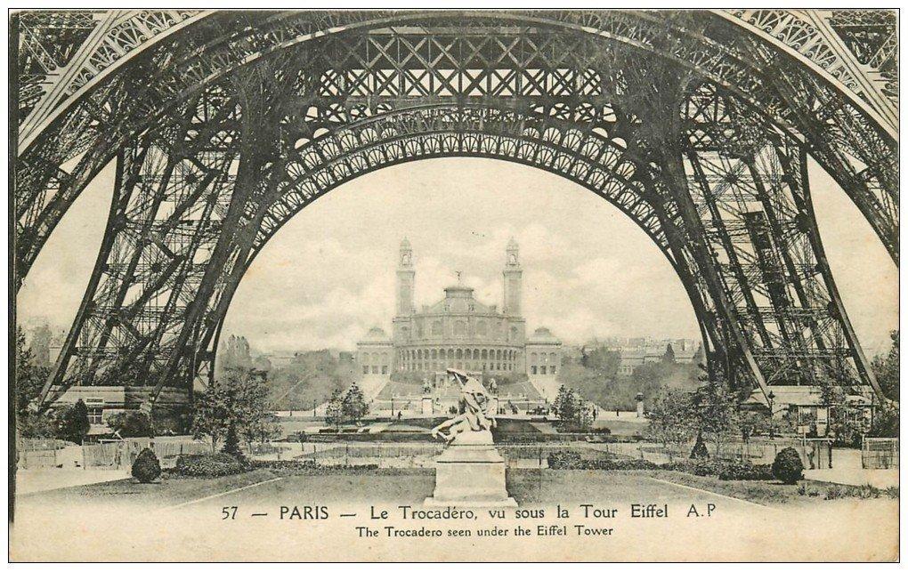 PARIS 07. Le Trocadéro vu sous Tour Eiffel