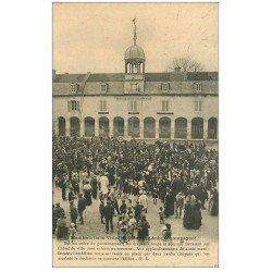 carte postale ancienne 10 BAR-SUR-AUBE. Manifestations Viticoles. Drapeau rouge sur Clocheton