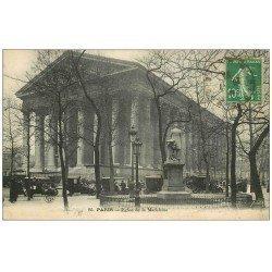 carte postale ancienne PARIS 08. La Madeleine 1923 la file des Taxix d'époque