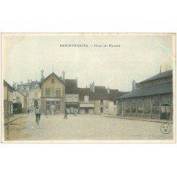 carte postale ancienne 10 BAR-SUR-SEINE. La Poste Place du Marché. Café de la Halle et Epicerie