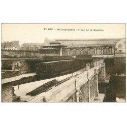 carte postale ancienne PARIS 12. Le Métropolitain Place de la Bastille