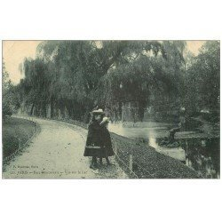 carte postale ancienne PARIS 14. Fillettes au Lac Parc Montsouris 1909
