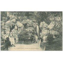 carte postale ancienne PARIS 15. Jardin du Champ de Mars animé 1906. Lecteur assis, Enfants et poussette