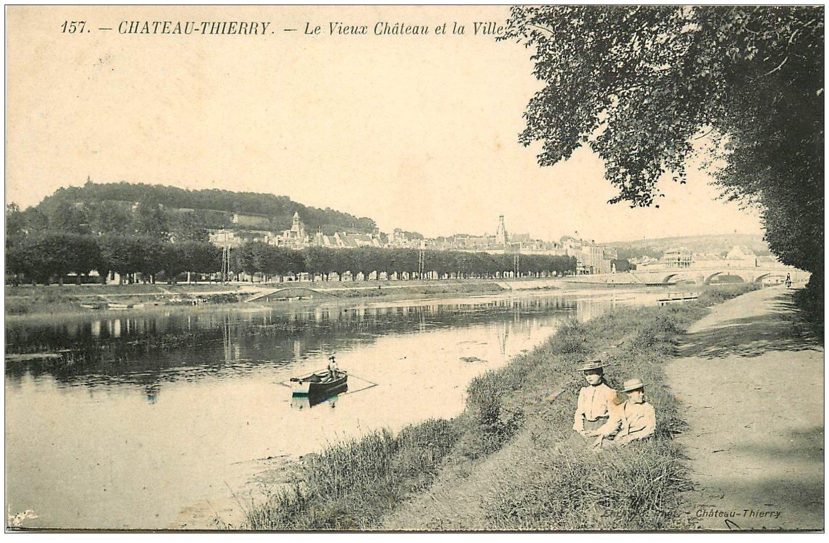 carte postale ancienne 02 CHATEAU-THIERRY. Chemin de la Vignotte. Château et Ville