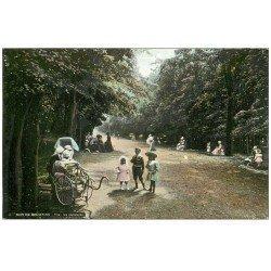 carte postale ancienne PARIS 16. Bois de Boulogne. Nurses et poussette