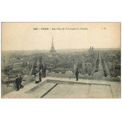 carte postale ancienne PARIS 17. Sur l'Arc de Triomphe de l'Etoile