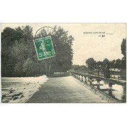 carte postale ancienne 10 NOGENT-SUR-SEINE. Le Déversoir 1915 pêcheur à la ligne
